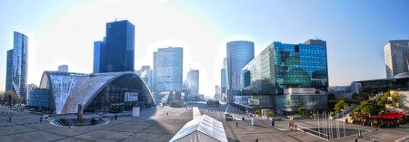 Scape de ville de La Défense, Paris Banque d'images - 43111218