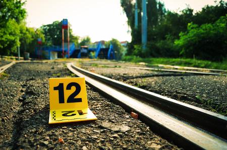 delito: La escena del crimen evidencia Marker Cerca Rails