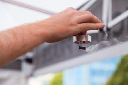 Démonstration de la supraconductivité, matériau spécial à l'azote liquide refroidi Banque d'images - 45430893