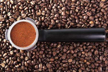 Titulaire de filtre pour la machine à café sur les grains de café Banque d'images - 6809505