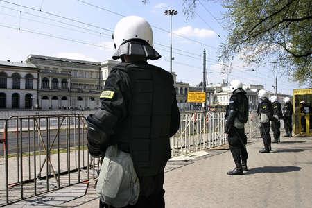 """interventie: EUROPEEN economische top van mei 2004, Warschau, Polen-Alterglobalists """"demonstratie en interventie van de politie"""