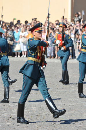 handcarves: ST. PETERSBURG, RUSSIA - August 22, 2015 - the divorce of honor in the Peter and Paul fortresses in St. Petersburg