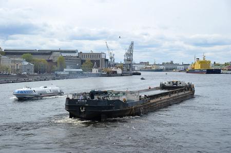 Saint-Petersburg, Russia - 05 May, 2019: icebreaker Kapitan Sorokin and dry cargo ship Nevsky-35 on the river Neva in Saint-Petersburg Standard-Bild - 124827380