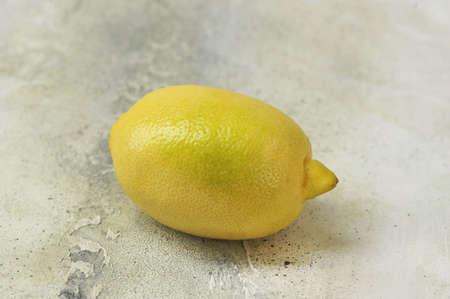whole lemon on a gray background - top view copy space Foto de archivo