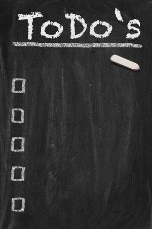 hacer: Imagen de pizarra negra de alta resolución con vacío a la lista. Ilustración conceptual para la gestión de las cosas más importantes. Copiar espacio incluido. Foto de archivo