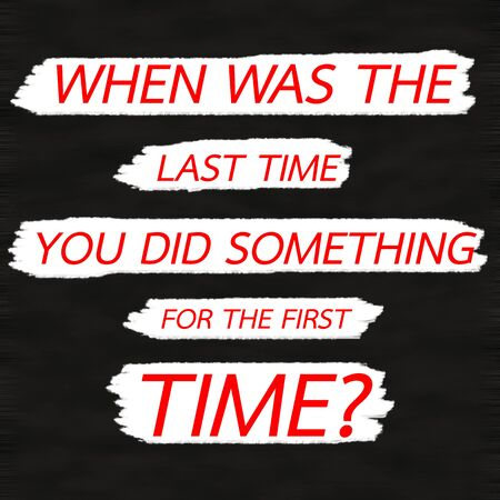 언제 당신이 처음으로 무엇을 했습니까? 창의적 동기 부여 견적 개념 검은 색 바탕에 빨간색 단어. 스톡 콘텐츠