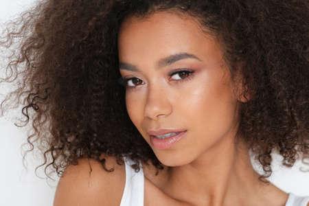 Portret pięknej modelki. Zdjęcie Seryjne