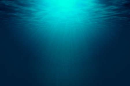 Diepblauwe zee met zonnestralen, oceaanoppervlak gezien vanaf onderwater. Achtergrondstructuur met kopie ruimte voor tekst of productweergave.