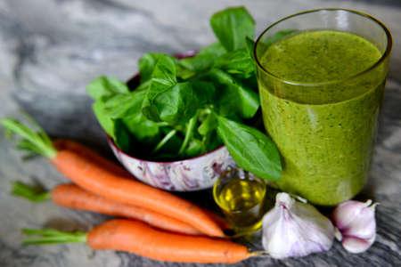 verduras verdes: Cocktail de verduras y espinacas con aceite de s�samo