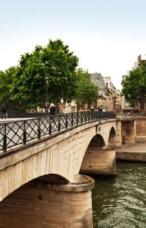cite: Bridge between the left bank and Ile de la Cite spanning the River Seine in Paris Stock Photo