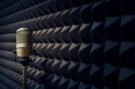 microfono de radio: Micrófono en estudio