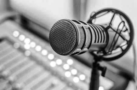 Microfono professionale e mixer audio