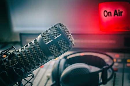 Micrófono profesional en estudio de radio On Air Foto de archivo