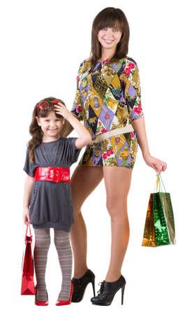 2 to 3 years: Happy madre e bambina con sacchetti di shopping