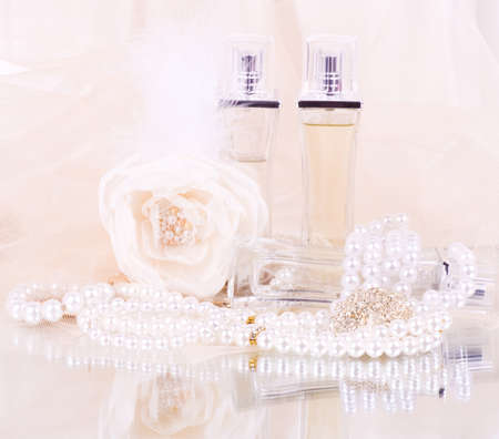 pearly: The beautiful bridal perfume bottles, white rose and pearls beads