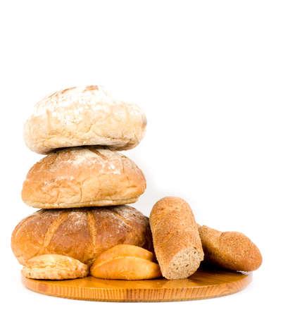 canasta de pan: El pan hermoso fijado en el fondo blanco