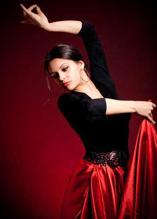 暗い背景にドレスにはカルメン フラメンコ美人 写真素材 - 13594053