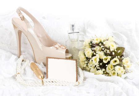 Les belles chaussures de mariée, la dentelle avec la bannière ajouter Banque d'images - 14490873