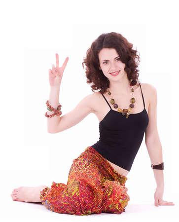 mujer hippie: Retrato de mujer hippie joven haciendo ejercicios de yoga