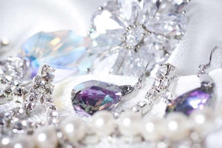 Beaux bijoux sur fond Banque d'images - 16114021