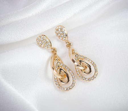 Beaux bijoux sur fond Banque d'images - 16343585