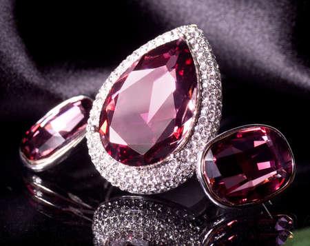 edelstenen: Mooie sieraden op de achtergrond