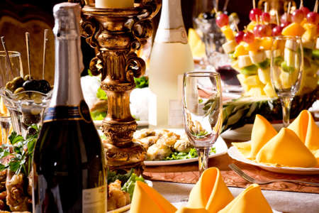 service with silverware and glass stemware for an event party Banque d'images