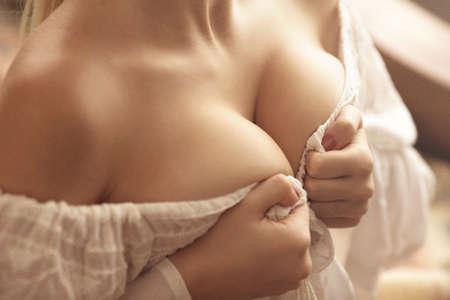 junge nackte m�dchen: Sinnlich Brust