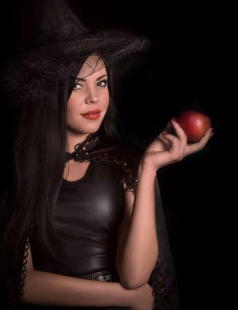 bruja sexy: Concepto de Halloween: jóvenes y bruja sexy Foto de archivo