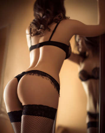 Sexy belle jeune fille brune en sous-vêtements Banque d'images - 46277488