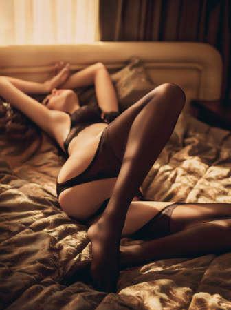 Sexy belle jeune fille brune en sous-vêtements Banque d'images - 47349851