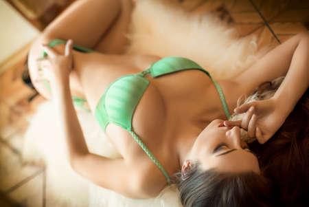 lenceria: Sexy chica morena hermosa en ropa interior Foto de archivo