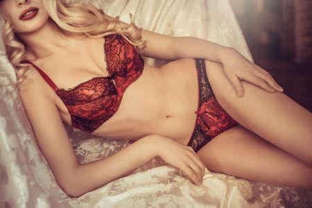 Nude blonde woman: Sexy chica rubia en ropa interior
