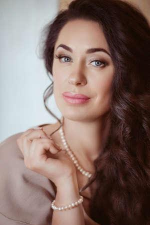 Mooi vrouwenmodel met professionele make-up