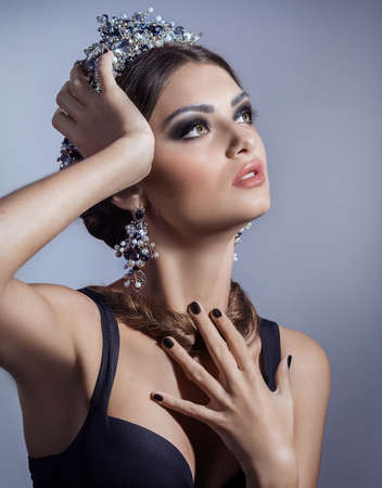 Beautiful woman model with professional makeup, in jewelry. crown Banco de Imagens