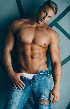 Young sexy muscular man 版權商用圖片