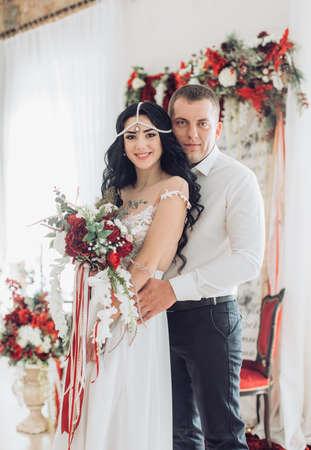 Happy bride and groom on their wedding 版權商用圖片