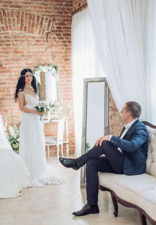 Happy bride and groom on their wedding Standard-Bild - 115800419
