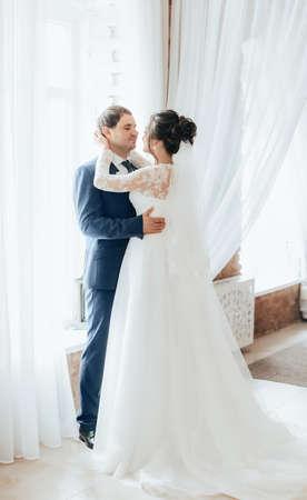 Happy bride and groom on their wedding Foto de archivo