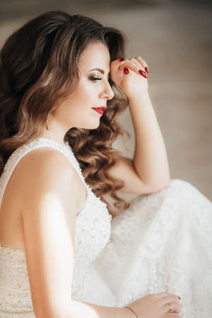 Beautiful bride in white dress Banque d'images