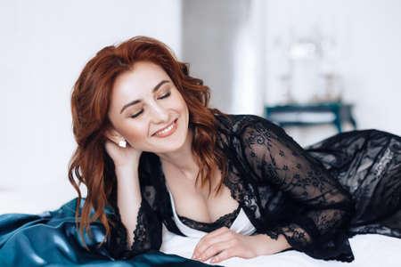 Sexy mujer hermosa en ropa interior. Foto de stock.