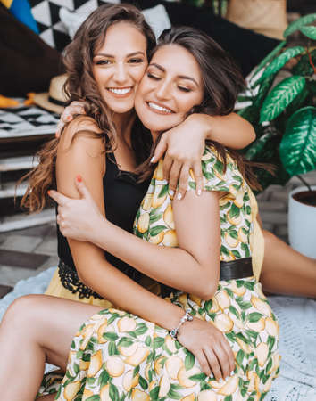 Portrait of two beautiful young women in a summer arbor Stockfoto