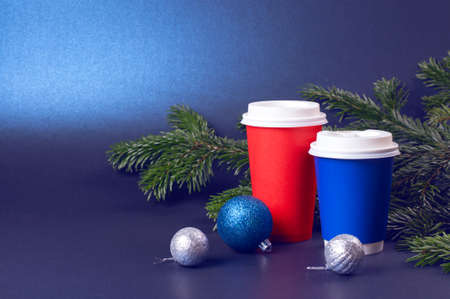Blank blue and red to go coffee cups and pine tree branches on trendy classic blue background. Stock fotó - 138340249