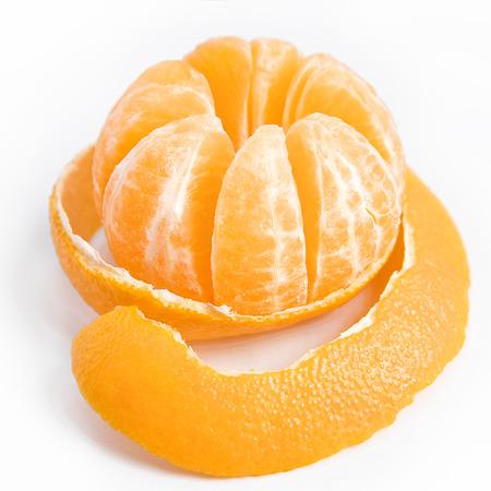 皮をむいたおいしい甘いタンジェリンまたは果実