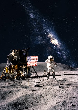 月面の宇宙飛行士 写真素材 - 38468140