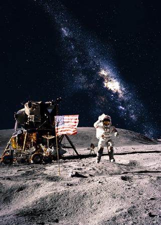 Astronauta sulla luna Archivio Fotografico - 38468140