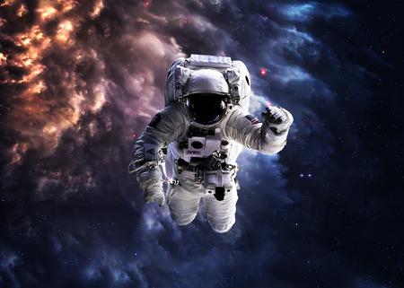 Astronauta en el espacio exterior. Foto de archivo - 44449684