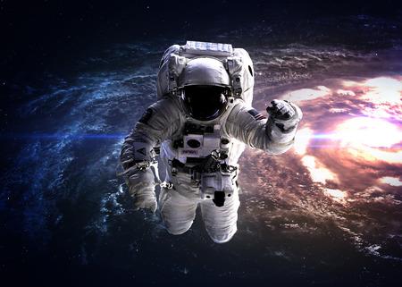 Astronauta nello spazio esterno. Archivio Fotografico - 44450013