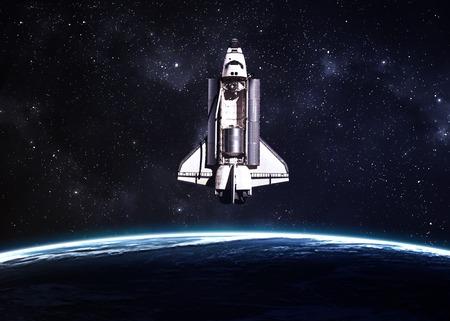astronauta: El transbordador espacial despegando en una misión. Foto de archivo