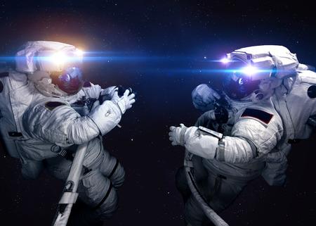 Astronaut ve vesmíru na pozadí planety. Reklamní fotografie